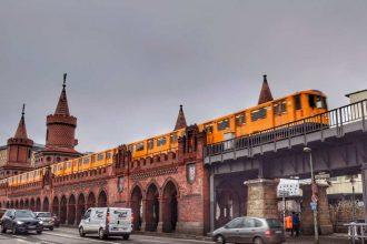 """""""berlino metro sopraelevata convoglio giallo in transito"""""""