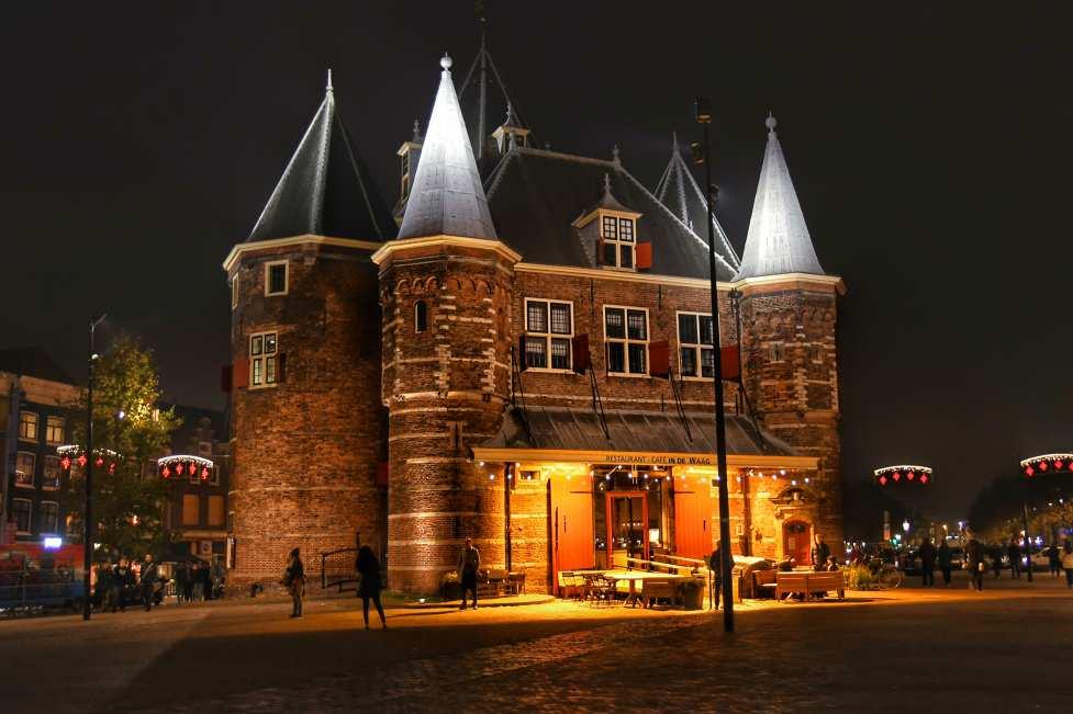 """""""amsterdam antico castello illuminato in centro citta"""""""