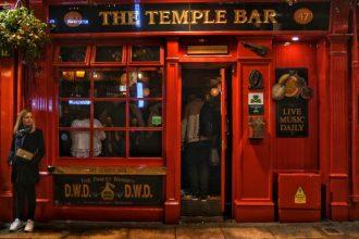"""""""dublino temple bar un pub irlandese rosso"""""""