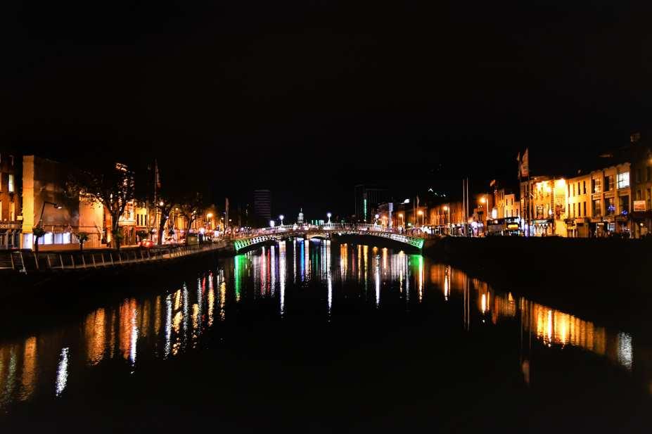 """""""il fiume liffey di notte dublino irlanda"""""""