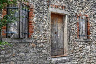 """""""cison di valmarino dettagli porta finestre pietra"""""""