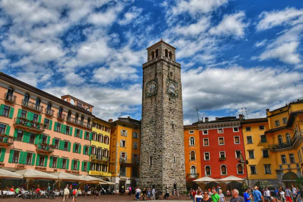 """""""riva del garda piazza con torre al centro"""""""
