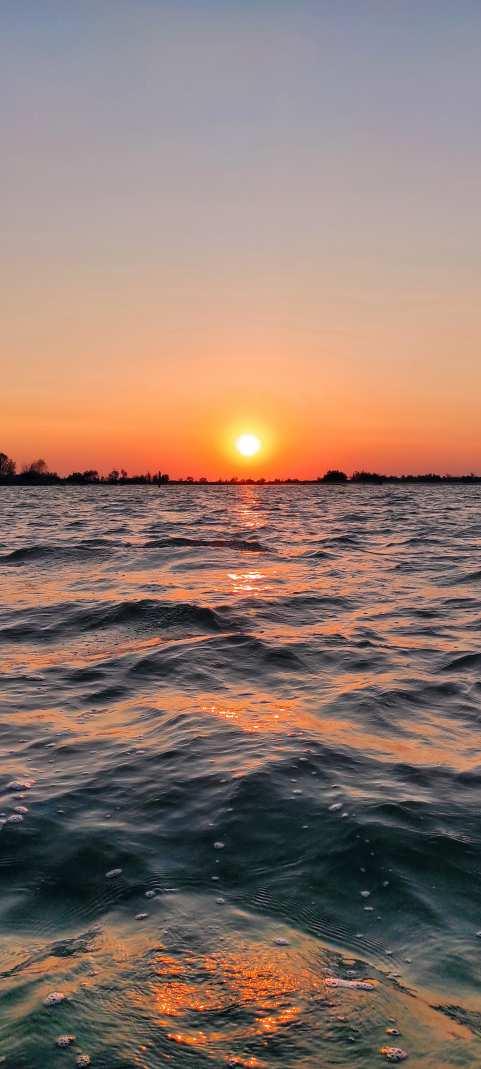"""""""tramonto sulla superfice del mare"""""""
