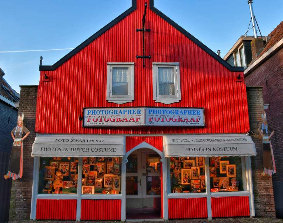 """""""volendam amsterdam olanda negozio di legno colorato rosso"""""""