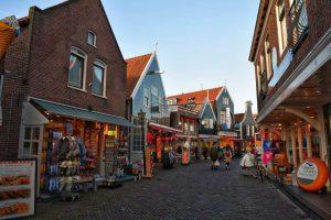 """""""viaggio volendam olanda centro villaggio negozi colorati"""""""