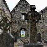 """""""irlanda vecchia chiesa e croce celtica abbandonate"""""""