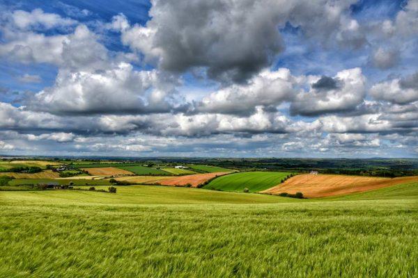 """""""irlanda prati verdi cielo azzurro e nuvole"""""""