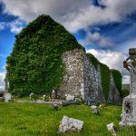 """""""vecchia chiesa con croce celtica abbandonata"""""""
