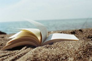 """""""libro abbandonato sulla spiaggia"""""""