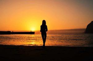 """""""ragazza mare osserva tramonto tenerife spagna"""""""