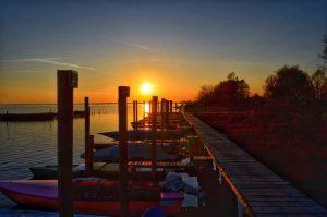 """""""barche al tramonto laguna di venezia italia"""""""
