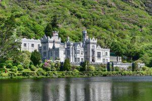 """""""irlanda abbazia kylemore sul lago verde"""""""