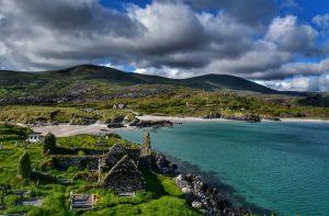 """irlanda baia derrynane con abbazia acqua turchese sabbia bianca"""