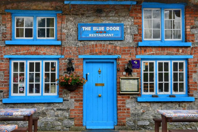 """irlanda adare pub azzurro"""