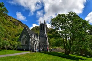 """kyllemore chiesa nel parco"""