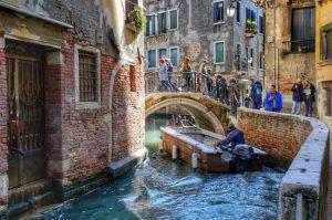 """""""una barca sotto piccolo ponte venezia"""""""