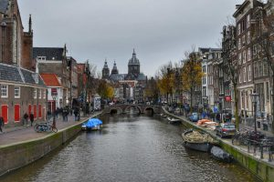 """""""amsterdam canale con chiesa in lontananza"""""""