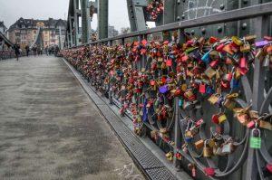 """""""lucchetti iron bridge francoforte"""""""