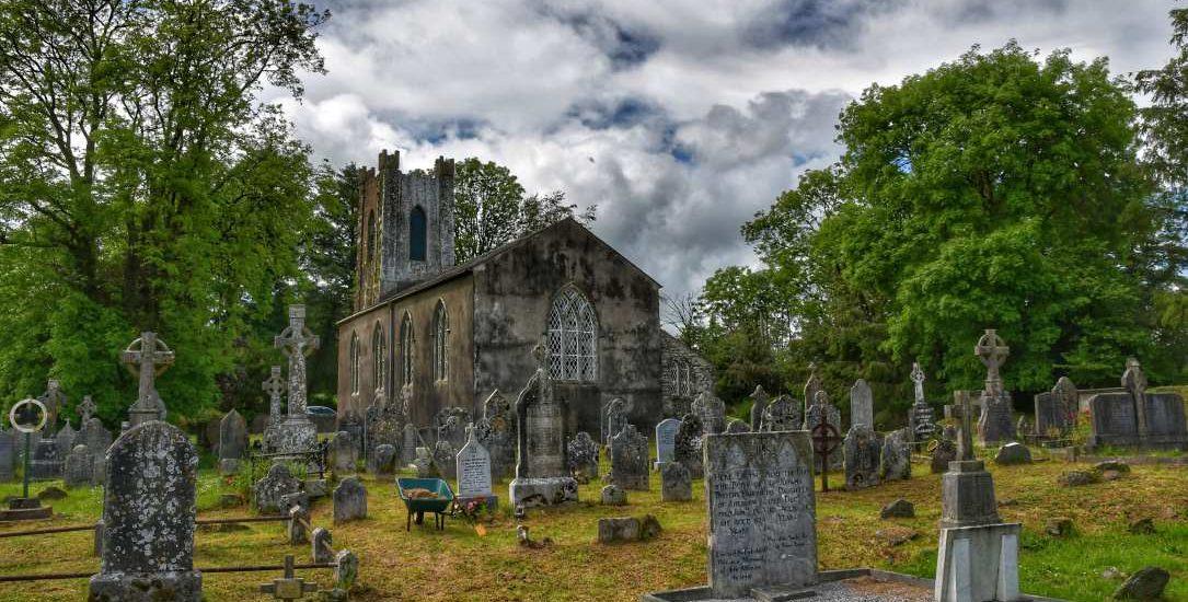 """""""irlanda chiesa nel verde"""""""