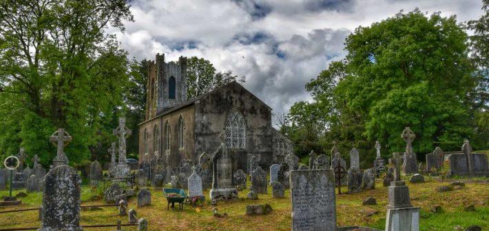 """""""abbazie irlanda chiesa nel verde"""""""