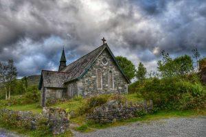 """""""irlanda chiesetta abbandonata nel verde"""""""