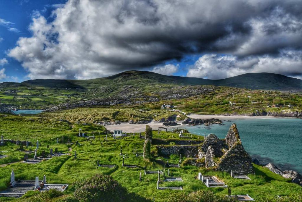 """dunlewey church panoramica mare e chiesa"""