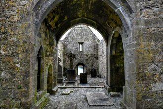 """""""interno abbazia abbandonata"""""""