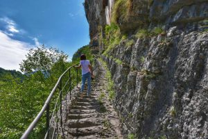 """""""ermo di san colombano sulla roccia montagna la scalinata"""""""