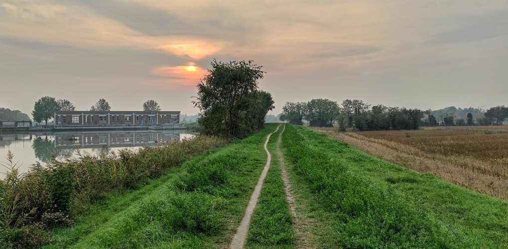 """""""tramonto lungo una strada in campagna"""""""