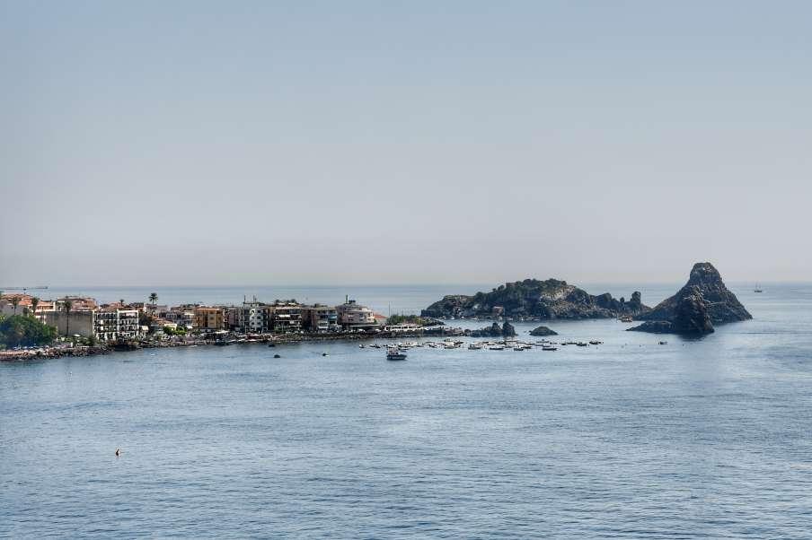 """""""aci trezza borgo marinaio della riviera dei ciclopi"""""""