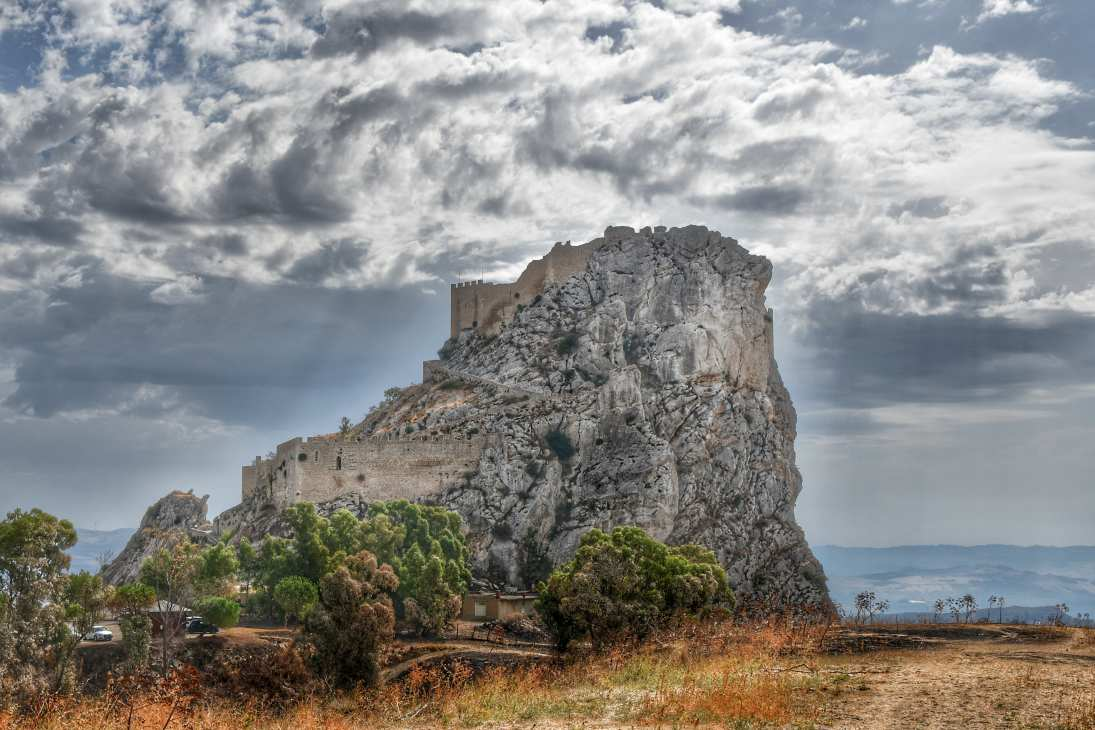 """sicilia castello mussomeli"""