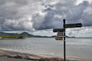 """""""spiaggia di waterville con cartelli indicazioni turistiche"""""""