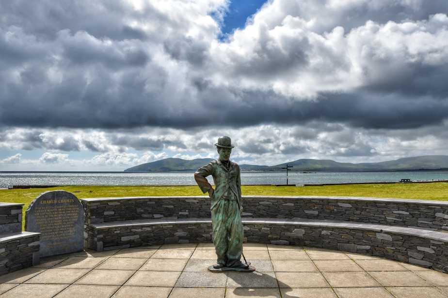 """""""waterville statua di charlie chaplin tempo nuvoloso"""""""