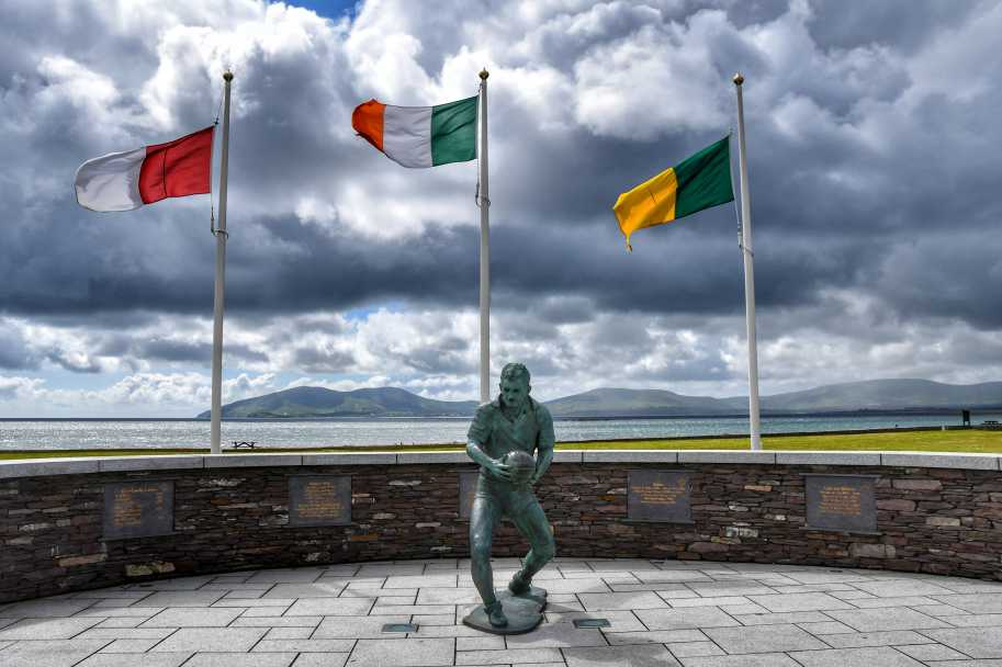 """""""waterville statua giocatore rugby irlandese"""""""