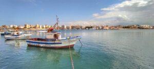 """""""porto di marsala con peschereccio che riflette sul mare"""""""