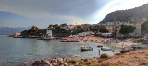 """""""una bella spiaggia di sabbia e scogli della sicilia occidentale"""""""