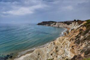 """""""veduta panorami sulla costa bianca frastagliata della scala dei turchi sicilia"""""""