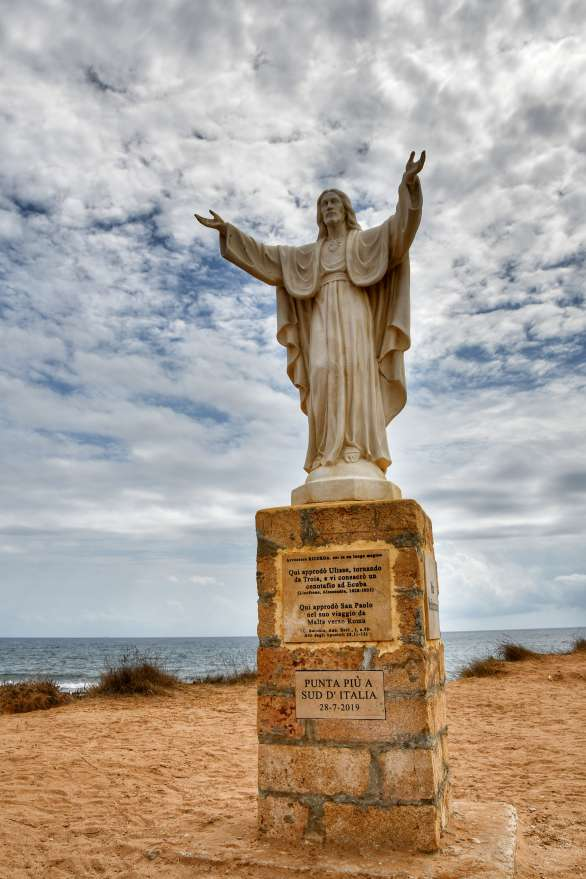 """""""primo piano della statua del cristo redentore realizzata in polvere di marmo"""""""