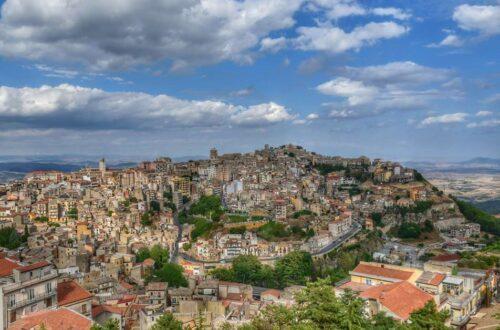 """panoramica enna sicilia vista dall alto"""