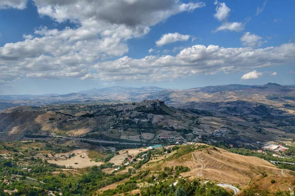 """""""panorama mozzafiato sicilia rocca di cerere enna sulla vallata sottostante"""""""
