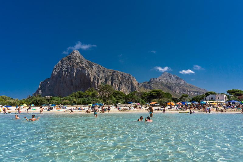 """""""la spiaggia caraibica di san vito lo capo mare cristallino e promontorio nello sfondo"""""""