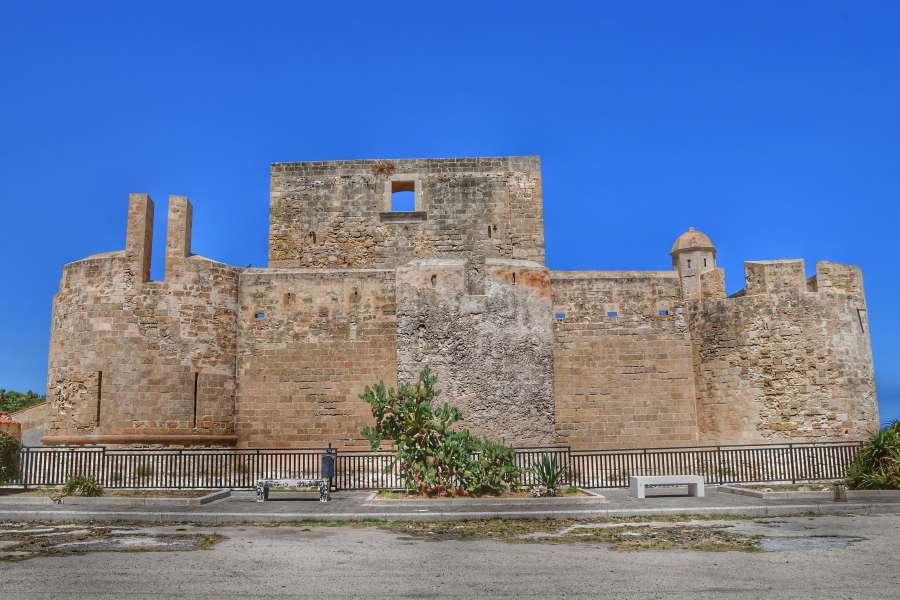 """""""castello in pietra di brucoli vista esterna"""""""