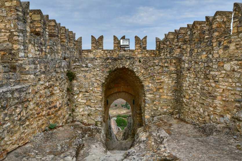 """""""un ingresso delle mura del castello"""""""