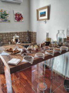 """""""ampio tavolo imbandito colazione siciliana"""""""