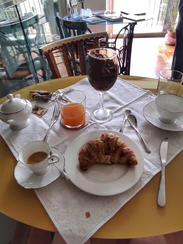 """""""colazione siciliana granita cornetto caffe succo frutta"""""""