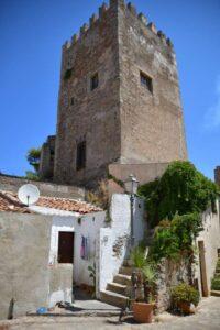 """""""caste di brolo sicilia torre castello interno del piccolo borgo medievale"""""""