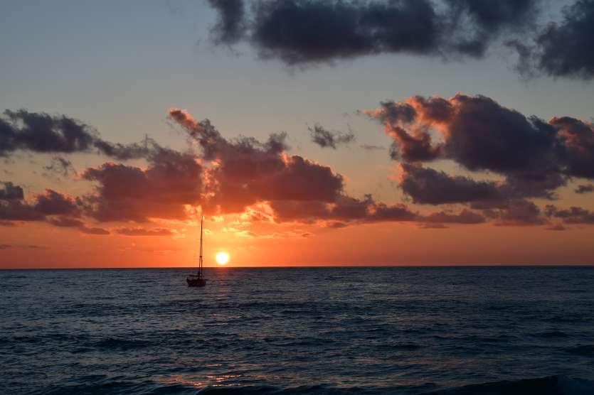"""""""tramonto con barca orizzonte cefalu"""""""