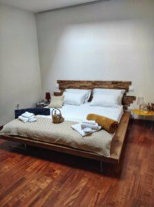 """""""letto camera cielo con spalliera in legno"""""""