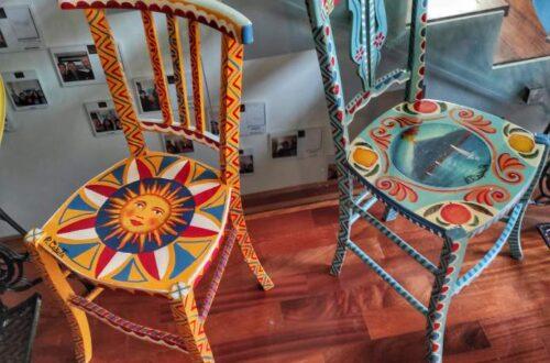 """""""sedie caratteristiche siciliane coloratissime colori caldi"""""""