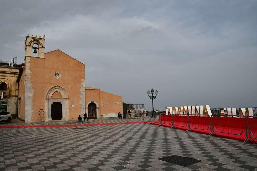 """taormina piazza pavimento scacchi"""